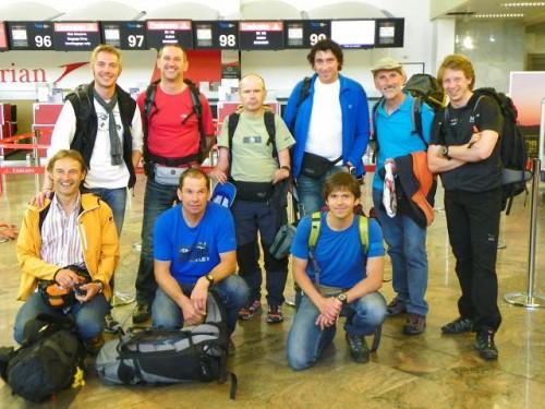 Teil des Teams beim Abflug in Wien